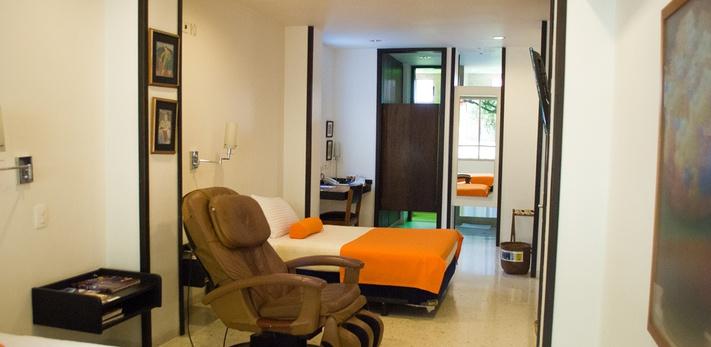 Temática Fernando Botero Hotel Casa Santa Monica Cali Norte
